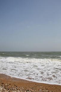海滩白色浪花
