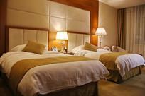 酒店客房标准间床铺