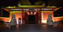 上海交通大学校门夜景
