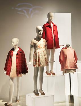 时尚童装橱窗模特