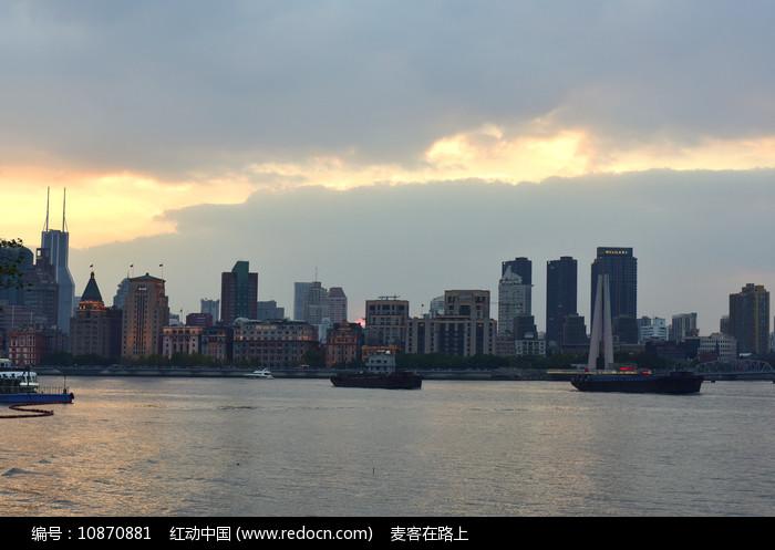 晚霞下的上海外滩图片