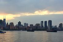 晚霞下的上海外滩