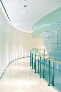 现代风格的写字楼走廊
