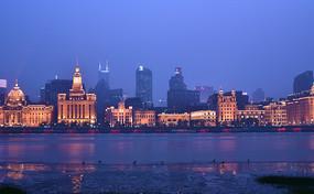 夜色朦胧中的上海外滩