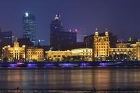 夜色中的上海外滩楼群