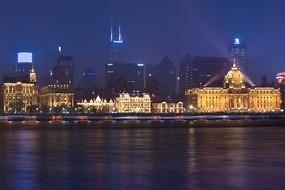 夜晚的上海外滩万国建筑群