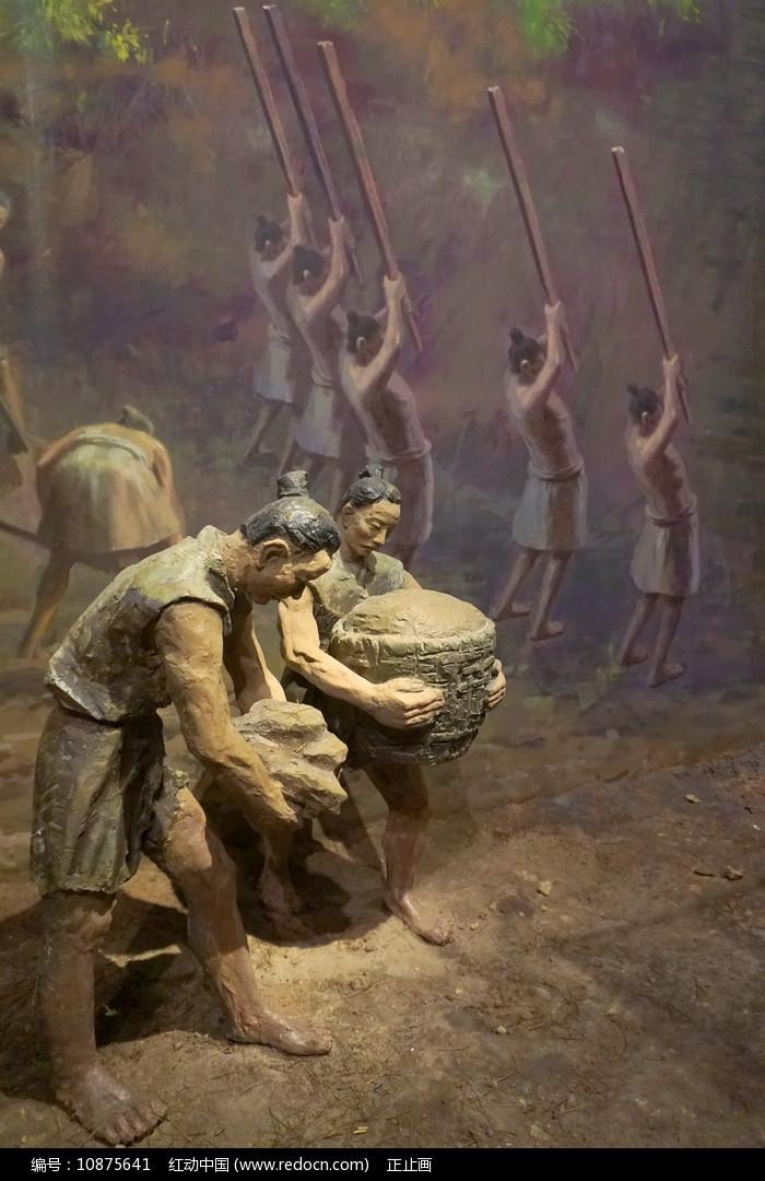 成都平原史前宝墩遗址古人类雕塑图片