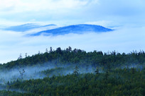 大兴安岭山峦云雾升腾