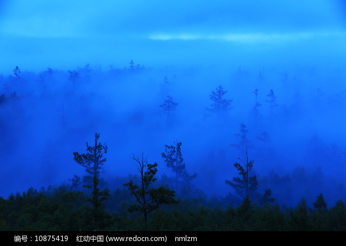 大兴安岭水墨山林云海图片