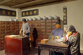 民国时期的广府中药店场景雕塑