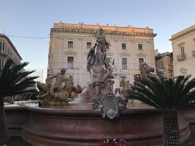 意大利锡拉库萨大喷水池雕塑