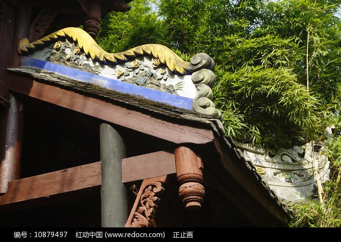 中式门楼垂脊灰塑装饰 图片