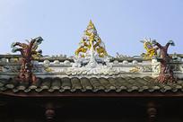 中式门楼正脊灰塑装饰