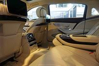 轿车后排座椅及乘坐空间