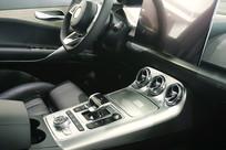 轿车前排驾驶座-中控