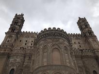 圣马利亚升天大教堂正面