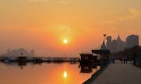 夕阳下的码头