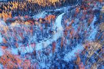 航拍大兴安岭雪河红柳