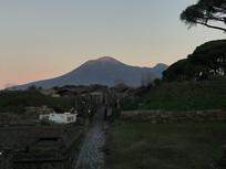 维苏威火山远眺