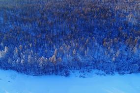 大兴安岭雪林冰河风景