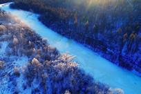 大兴安岭雪色河流
