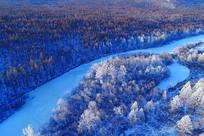 航拍大兴安岭雪河雪林