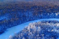 航拍雪河雾凇风景