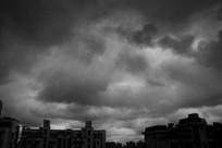城市上空的厚层云
