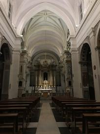 大教堂内景竖构图