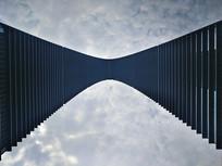 仰视建筑弧线