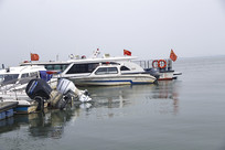 湖边船码头
