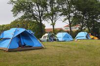绿草地帐篷