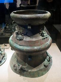 西汉文物叠鼓形狩猎场面贮贝器
