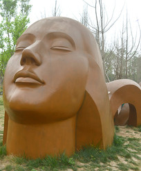 成都白鹭湾女性头像雕塑
