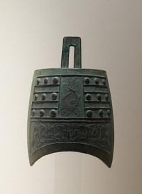 战国文物夔纹钮钟