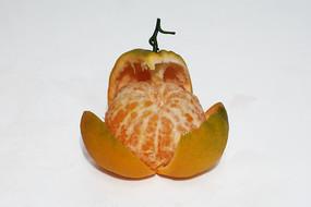 剥开的新鲜大红柑