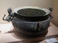 战国末期至西汉前期文物饰虎铜釜
