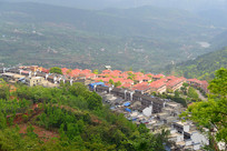 四川简阳丹景山山谷的小镇