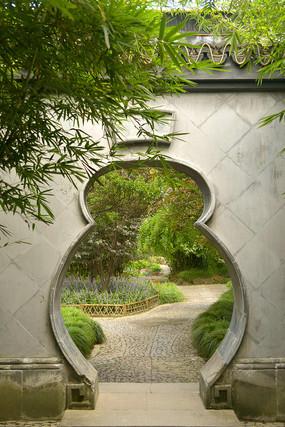 上海古猗园-荷风竹露亭葫芦门洞