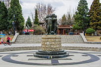 沈阳中山公园儿童群雕像与广场