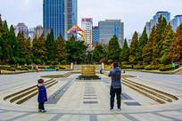 沈阳中山公园广场全景与松树