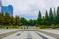 沈阳中山公园广场与松树