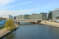 德国柏林施普雷河临河建筑