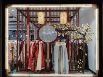 古装服装店橱窗