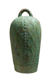 西汉文物铜钟白背景