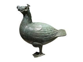 战国文物嵌绿松石鸟形尊侧面