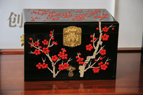 红梅图案漆盒