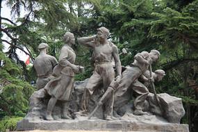 抗震救灾解放军雕像