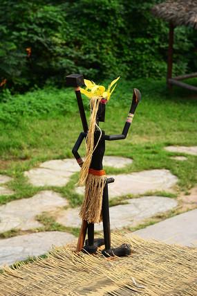 异域文化人像木雕