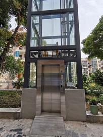 户外电梯入口